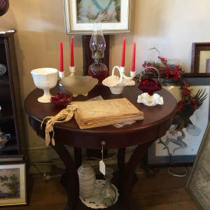 Mahogany parlor table not old